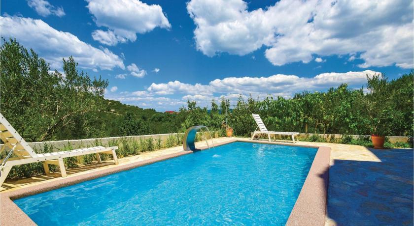 15 Swimming Pool Dream Interpretation- Dream meaning