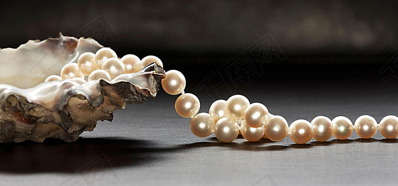 Pearls|Dream Meaning &Symbolism&Interpretation