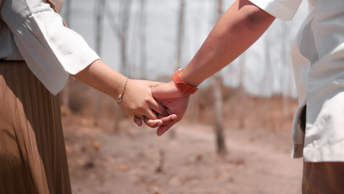 17 Holding Hands Dream- Dream meaning and Interpretation