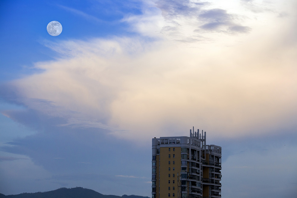 Why Do I Dream That There Is A Moon During The Day?-Dreams Interpretation