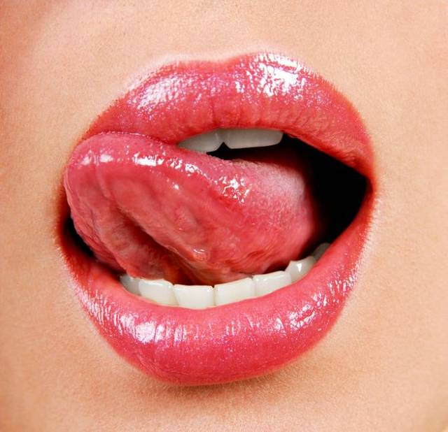 What Does It Mean When You Dream That Your Tongue Becomes Long?