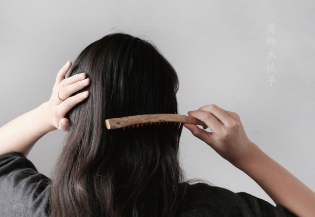 Why Do I Dream Of Helping Others Comb Their Hair?-Dreams Interpretation