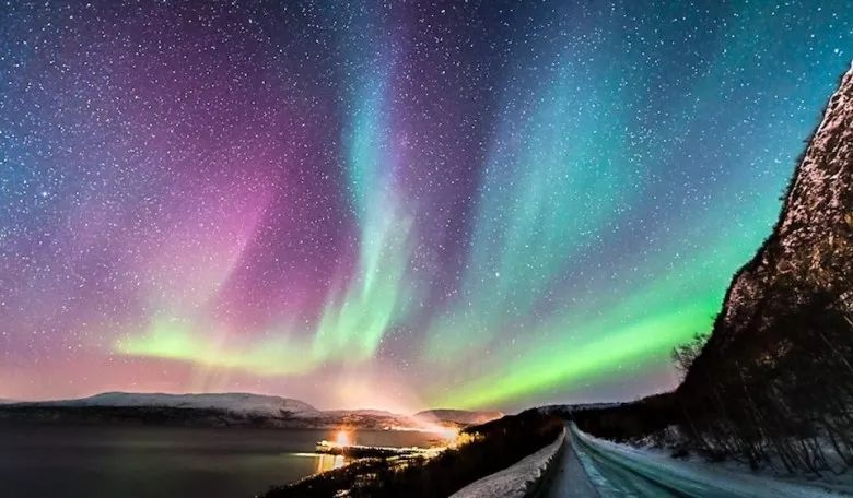 What Does Dreaming of Aurora Indicate?-Dreams Interpretation Online
