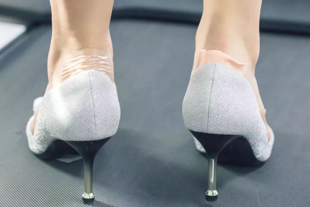 Why Do I Dream of Wearing New Shoes?-Dreams Interpretation Online