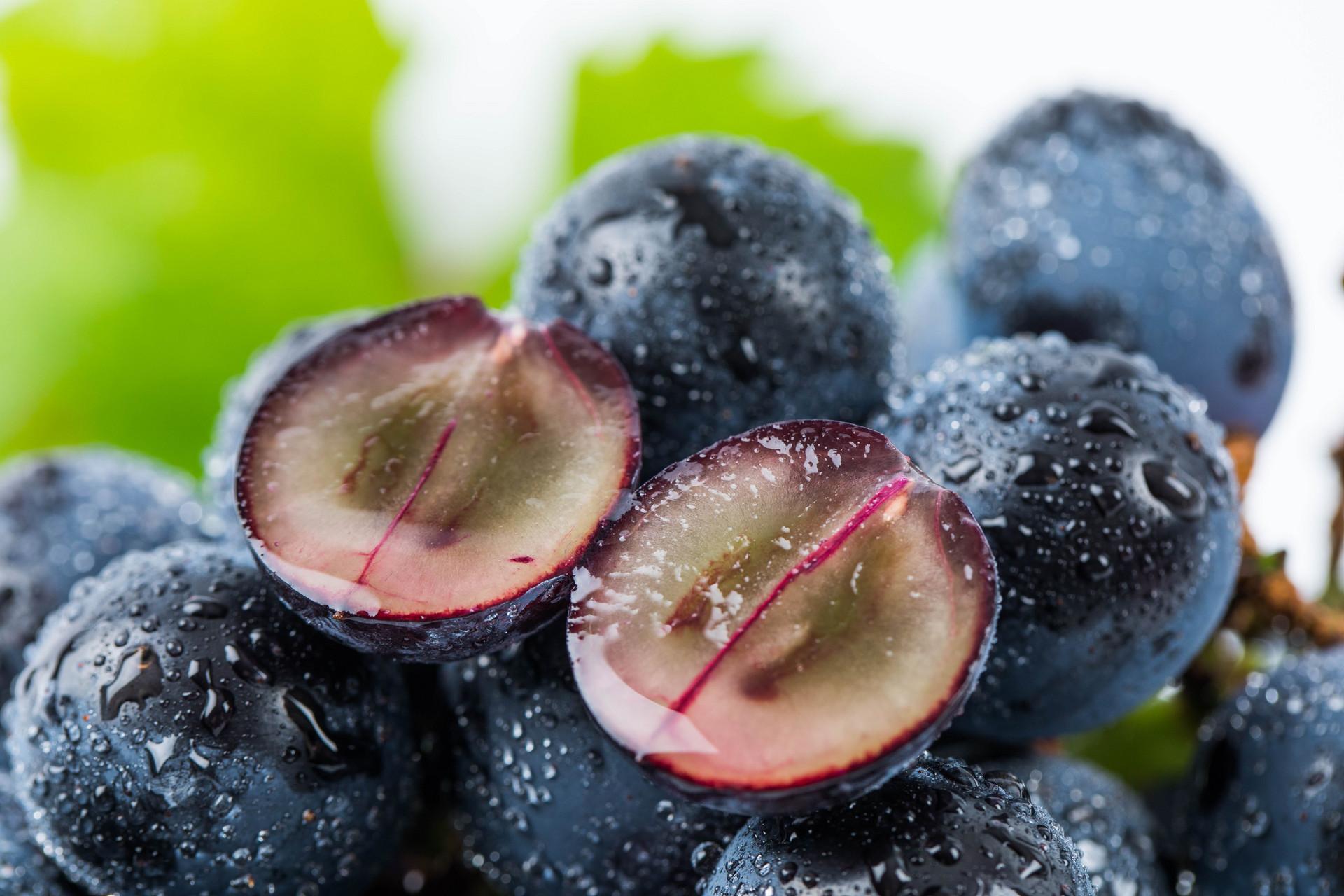 Why Do I Dream of Eating Grapes?-Dreams Interpretation Online