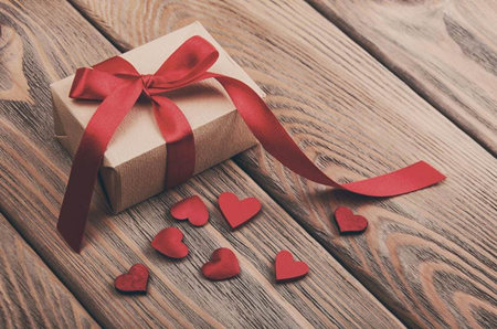 Why Do I Dream of Giving Gifts to Others?-Dreams Interpretation Online
