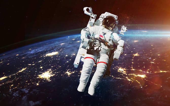 Top 9 Astronaut Dream Interpretation- Dream Meaning and Symbol